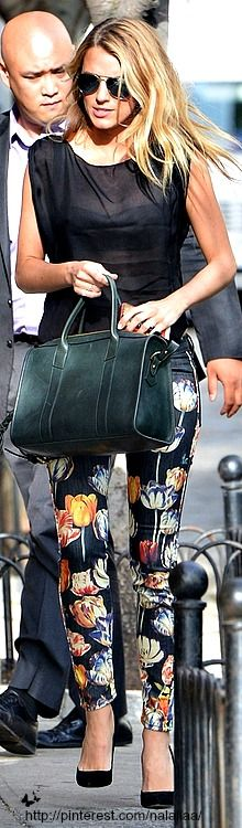 Street style - Blake Lively ♥ na CRAZY PANTS ARE IN THIS SEASON~A #crazypants #leggings #skinnies