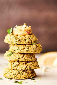Falafel Recipe - Baked Instead of Fried - Vegan! Vegetarian Recipes Easy, Vegan Vegetarian, Great Recipes, Healthy Recipes, Yummy Recipes, Baking Recipes, Snack Recipes, Falafel Recipe, Food Shows
