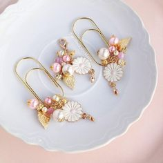 Items similar to Acorn pastel enamel gold charm TN planner dangle wide paper clip bookmark on Etsy Metal Paper Clips, Paper Clip Art, Paperclip Crafts, Paperclip Bookmarks, Purple Daisy, Gold Paper, Scrapbook Embellishments, Book Markers, Beaded Flowers