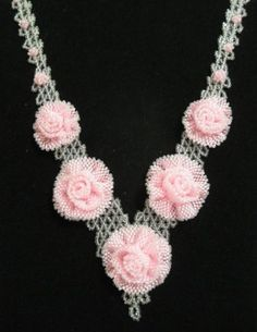 This is a very feminine necklace!  Curleytop1.