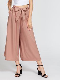Capris Elastic Waist. Wide Leg Decorated with Belted, Knot. Loose fit. Mid Waist. Plain design. Designed in Pink. Fabric has no stretch.