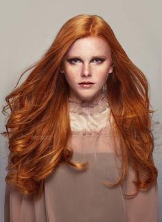 Envie d'une couleur qui couvre tous vos cheveux blancs  sans être terne? Découvrez nos nouveaux produits de coloration:  http://www.coiffeur-prive.com/