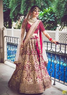 Trending Bridal Poses For The Stunning Bride-to-be in 2020 You are in the right place about Bridal Outfit street styles Here we offer you the most beautiful pictures about the Bridal Outfit sangee Indian Bridal Outfits, Indian Bridal Wear, Indian Dresses, Lehenga Wedding, Indian Bridal Lehenga, Bridal Poses, Bridal Photoshoot, Muslim Wedding Dresses, Bridal Dresses