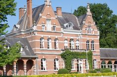 Belgium Tourism, Stay In A Castle, Swimming Pools, Tennis, Europe, Mansions, Park, House Styles, Travel