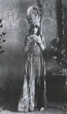 vintagechampagnefever:  The legendary Marchesa Luisa Casati   Our Woman Crush Wednesday today and every day - the one and only Marchesa Luisa Casati.