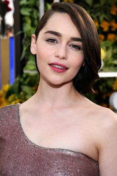 The 5 Beauty Moments You Can't Miss from the SAG Awards - Emilia Clarke