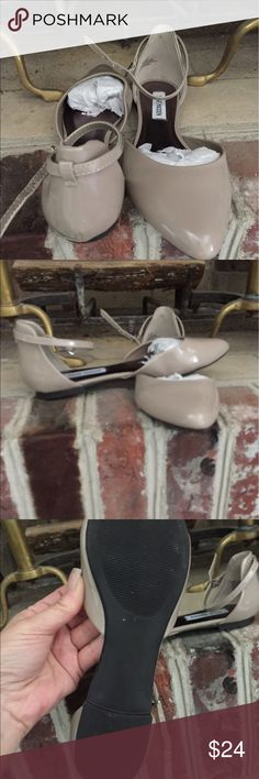 """NUDE PATENT LEATHER """"IVEY"""" FLAT ANKLE STRAP 7.5 STEVE MADDEN 7.5 IVEY O'DORSE NUDE PATENT FLATS WITH ANKLE STRAP. I WORE THEM 1X. NO SCUFFS OR ISSUES. I JUST NEED A BIGGER SIZE. SOLD OUT IN STORES. THANK YOU FIR YOUR CONSIDERATION. Steve Madden Shoes Flats & Loafers"""