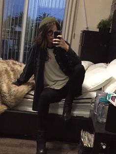 """Acacia) I sit on my bed waiting for Ash. I take out my phone and text him """"I'm ready"""" I hit send. Grunge Outfits, Casual Outfits, Cute Outfits, Big Fashion, Autumn Fashion, Fashion Outfits, Womens Fashion, Grunge Fashion Winter, Look Girl"""