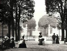 © Frères Seeberger Jardin du Luxembourg, Paris, 1910's....SO COOL THIS IS THE SPOT I EAT LUNCH AT EVERYDAY!