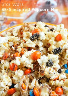 Star Wars Caramel Popcorn Party Mix Recipe - Easy and yummy Star Wars Party Food Idea! Food N, Good Food, Fun Food, Popcorn Recipes, Snack Recipes, Star Wars Party Food, Party Mix Recipe, Kids Meals, Easy Meals