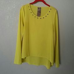 FLASH SALE TODAY ONLY High low flowy blouse! Beautiful and vibrant! Love the flow to this blouse, so much class not to mention the delicate studs all along the collar!!! The color is vibrant yet subtle the texture is comfortable and light weight! In great condition Moon Collection Tops Blouses
