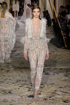 See all the Zuhair Murad Haute Couture Spring 2018 looks from the runway. Runway Fashion, Fashion News, High Fashion, Fashion Show, Womens Fashion, Fashion Design, Gothic Fashion, Victorian Fashion, Fashion Fashion