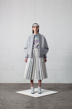 Ich ist ein Anderer- I is an other Graduation collection Leonie Barth Minimal Fashion, High Fashion, Womens Fashion, Sculptural Fashion, Street Style, Textiles, Mode Inspiration, Bunt, Fashion Outfits
