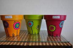 Macetas pintadas by katharine Flower Pot Crafts, Clay Pot Crafts, Crafts To Make, Ceramic Pots, Terracotta Pots, Clay Pots, Painted Plant Pots, Painted Flower Pots, Decorated Flower Pots