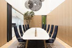 Hugo Thomassen. Boardroom. Meeting room. Brunner. Natural. Oak veneer panels