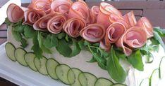 Iloista ja maukasta juhannusta kaikille! Juhannuksen kunniaksi valmistin voileipäkakun. Täytteenä hyväksihavaittu lihaisa täyte täydennett... Red Peppers
