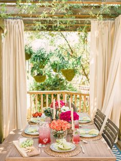 Fresh Hues - 12 Tips for Hosting an Outdoor Spring Party on HGTV