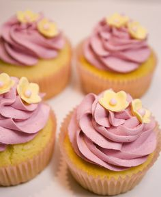 Lemon Sour Cream Cupcakes -- I just love these little flowers.