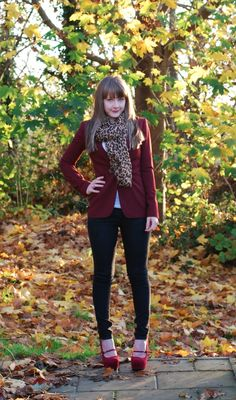 99 Captivating Burgundy Blazer Plus Jeans Outfit Ideas Cardigan Outfits, Casual Outfits, Cute Outfits, Cheetah Outfits, Summer Work Outfits, Fall Winter Outfits, Holiday Outfits, Burgandy Cardigan, Vestidos Color Vino