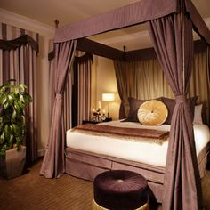 I really like this canopy bed