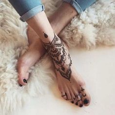 of the most popular cool henna tattoos designs this year 28 Cool Henna Tattoos, Henna Tattoo Designs, Trendy Tattoos, Tattoo You, Leg Tattoos, Small Tattoos, Henna Tattoo Foot, Color Tattoos, Foot Tattoos For Women