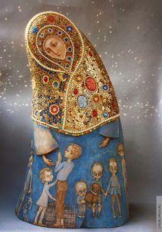 "Larisa Churkina, ""Mother — Defender"", height 62 cm, price 150 thousand rubles. The work received the Pandora Platinum \ Pandora Platinum 2015 award (Gallery Vakhtanov). Religious Icons, Religious Art, Madonna, Sculpture Art, Sculptures, Matryoshka Doll, Kokeshi Dolls, Iranian Art, Art Original"