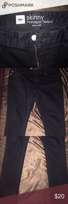 """Black skinny jeans extremely comfortable worn maybe 10 times in the last two years always washed with black clothing not faded… On the longer side, I can wear them uncuffed with vans or ballet flats or roll them up once for a different look, I am 5'8"""" Mossimo Supply Co Jeans Skinny"""