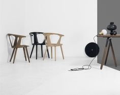 Židle In Between, bíle olejovaný dub Wishbone Chair, Table, Furniture, Home Decor, Decoration Home, Room Decor, Tables, Home Furnishings, Home Interior Design