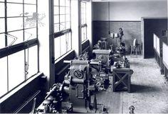 Historisch Centrum Leeuwarden - Beeldbank Leeuwarden m.t.s. molenstraat klaslokaal bankwerken
