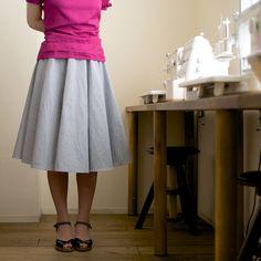 コットン&リネンのブロードでつくる大人のサーキュラースカート Waist Skirt, High Waisted Skirt, Sewing, Knitting, Skirts, Fabric, Craft, Fashion, Moda