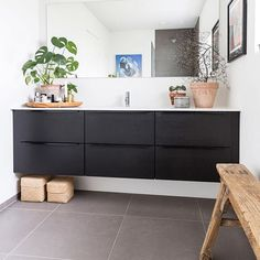 Badeværelset i sort eg hedder Riva Line og er fra JKE Design. Design Your Home, Bathroom Renovations, Modern Bathroom, Sweet Home, Cabinet, Interior Design, Storage, Villa, Inspiration