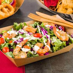 Use our eco-friendly disposable food trays as a mess-free way to serve appetizers, salads, sandwiches, and more. These in Kraft Bio Paper Boats are sold in a 200 count box. Food Trays, Food Containers, Pop Art Party, Greasy Food, Palm Leaf Plates, Food And Beverage Industry, Crispy Chicken Wings, Caesar Salad, Great Restaurants