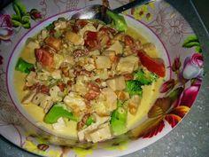 Kassler, lök, vitlök, kryddig salami och en skvätt grädde. Kryddat med salt, peppar och cajunkrydda. Serveras med ångad broccoli
