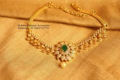 Simple Necklace Designs, Gold Necklace Simple, Gold Jewelry Simple, Short Necklace, Jewelry Design Earrings, Gold Earrings Designs, Gold Designs, Gold Jewellery, Bridal Jewelry