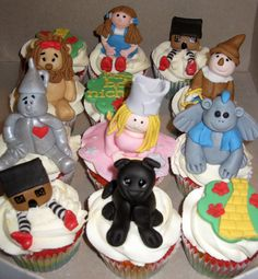 Wizard of Oz Rainbow Cupcakes with Toppers