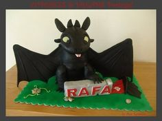 HOW TO TRAIN YOUR DRAGON - NIGHT FURY  Cake by AnaRemigio