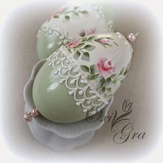 OxiGra: Pastelowe pisanki Egg Crafts, Easter Crafts, Quilted Ornaments, Christmas Ornaments, Decoupage, Easter Egg Designs, Egg Art, Holiday Themes, Egg Decorating