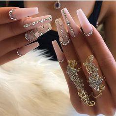 Apr 2019 - Swarovski Crystalpixie Petite / Cute Mood – Daily Charme Swarovski Nails, Crystal Nails, Rhinestone Nails, Bling Nails, Silver Nails, Cute Acrylic Nail Designs, Best Acrylic Nails, Ambre Nails, Soft Nails