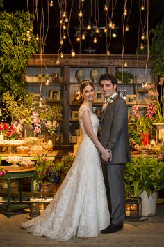 Vestido de noiva clássico de renda ( Vestido: Wanda Borges | Foto: Anna Quast e Ricky Arruda ) #vestidodenoiva #noiva
