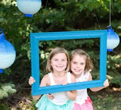 Hanging frame from tree branch. Add lanterns, streamers or even balloons for more festive color. A beautiful garden is also a perfect backdrop! Blue Birthday Parties, Blue Party, Birthday Party Decorations, Summer Birthday, Summer Ice Cream, Ice Cream Party, Anniversary Parties, Anniversary Photos, Wedding Anniversary