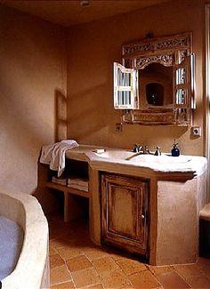 Solène Delahousse | Baignoire en tadelakt en dordogne Adobe House, Tadelakt, Cottage In The Woods, Dordogne, Cob, Double Vanity, Bathroom Ideas, Bathrooms, Mud
