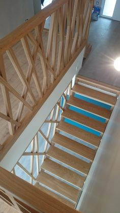 Escalier et garde-corps You are in the right place about Stairs photoshoot Here we offer you the most beautiful pictures about the small Stairs you are looking for. When you examine the Escalier et ga Loft Stairs, House Stairs, Railing Design, Staircase Design, Wood Staircase, Stair Handrail, Handrail Ideas, Banisters, Railings