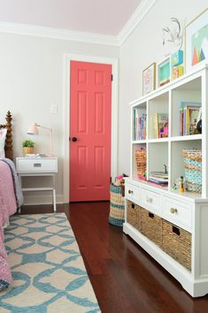 girls bedroom booksh