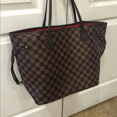 Louis Vuitton Neverfull Tote GM tote. Will only come with dustbag, nothing else so please don't ask thanks !! $1000 or Lower price through Square cash or ️. Also available in white but with good offer Louis Vuitton Bags Totes
