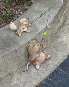 Self-taught artist David Zinn uses chalk and charcoal to create works of street art that cleverly interact with found objects and the surrounding environment. Since his quirky illustrations have. 3d Street Art, Street Art Graffiti, Amazing Street Art, Street Artists, Amazing Art, Graffiti Artists, David Zinn, Pavement Art, Urbane Kunst