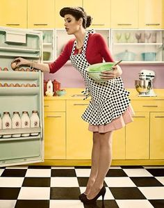 Fashion vintage pin up rockabilly 66 trendy Ideas Rockabilly Mode, Rockabilly Fashion, Retro Fashion, Vintage Fashion, Vintage Housewife, 50s Housewife, Estilo Pin Up, Vintage Kitchen, 1950s Kitchen
