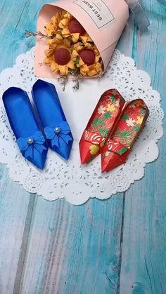 Beautiful paper shoes diy Beautiful paper shoes diy ,Bastelideen Related posts:Spring Cleaning - Organize a Craft Space in 5 Days - origamiHandprint Pirate Craft For Kids - origamiDIY Origami Osterhasen – als Anhänger oder. Diy Crafts Hacks, Diy Crafts For Gifts, Diy Arts And Crafts, Creative Crafts, Crafts For Kids, Instruções Origami, Paper Crafts Origami, Paper Crafting, Oragami