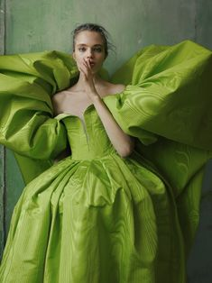 Anna Mila Guyenz graces the pages of Vogue Taiwan's August 2019 issue. Photographer Greg Swales captures her in romantic dresses and gowns for 'Dreamlike Beauty' Photography Pics, Fashion Photography, Clothing Photography, Summer Photography, Lifestyle Photography, Beauty Editorial, Editorial Fashion, Style Vert, Ashi Studio