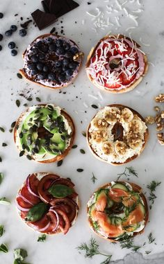 SIX MUST TRY HEALTHY BAGEL TOPPINGS. Both savoury & sweet options. My good friends at Philadelphia Cream Cheese have challenged me to create six healthy bagel toppings just in time for the holiday season. Healthy Bagel, Quick Healthy Breakfast, Health Breakfast, Breakfast Recipes, Breakfast Ideas, Breakfast Bagel, Healthy Recipes, Healthy Snacks, Healthy Eating