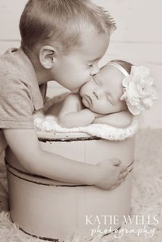 OMG - this photo of big brother and baby sister is too adorable!! Katie Wells Photography: {Idaho Falls Newborn & Child Photographer} Cooper & Sydney